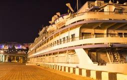 A embarcação de Passanger é amarrada ao lado do cais/molhe foto de stock royalty free