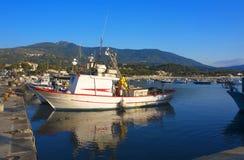 Embarcação de pesca na porta Imagens de Stock Royalty Free