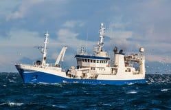 Embarcação de pesca oceânica fotografia de stock royalty free