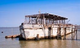 A embarcação fêz o concreto do ââof. Imagens de Stock