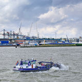 Embarcação Fiwado do tanque no porto de Rotterdam, Países Baixos Fotos de Stock