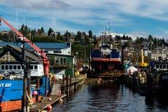 Embarcação nas ondas em Ballard para a manutenção imagem de stock