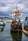 Embarcação Santa Maria da Colombo do vintage no porto de Funchal, Portug fotografia de stock royalty free
