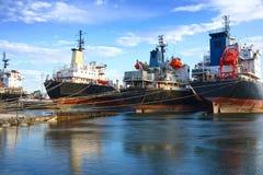 Embarcações de carga para a sucata imagens de stock