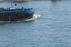 Embarcações internas, símbolo do transporte; Estrada, trilho, rio fotos de stock