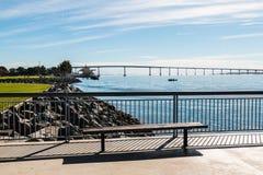 从Embarcadero小游艇船坞公园的科罗纳多桥梁北部在圣地亚哥 库存照片