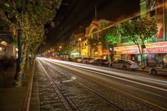 Embarcadero的夜视图在码头39附近的 库存照片