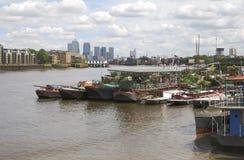 Embarcadero amarillo de Southwark. Londres. Reino Unido Imagen de archivo