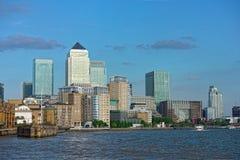 Embarcadero amarillo, Londres, Inglaterra, Reino Unido, Europa Fotos de archivo