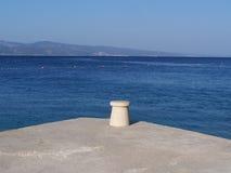 Embarcadero concreto en la playa Foto de archivo