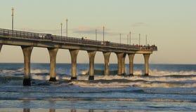Embarcadero concreto en resplandor de la última hora de la tarde. Foto de archivo libre de regalías