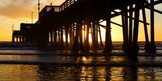 Embarcadero de California de la playa de Newport en la puesta del sol Fotos de archivo libres de regalías