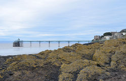 Embarcadero de Clevedon sobre las rocas Fotos de archivo
