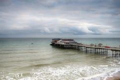 Embarcadero de Cromer en un día tempestuoso Imagen de archivo