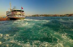 Embarcadero de Karakoy del paisaje de Estambul imagenes de archivo