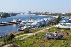 Embarcadero de la cala de Utkin en St Petersburg, Rusia Fotos de archivo
