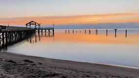 Embarcadero de la pesca en la salida del sol foto de archivo libre de regalías