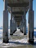 Embarcadero de la playa del océano en el CA Fotos de archivo