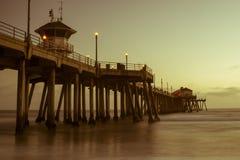 Embarcadero de la puesta del sol de Huntington Beach Foto de archivo libre de regalías