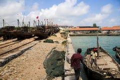 Embarcadero de los pescados en Shandong China costera Imagenes de archivo