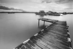 Embarcadero de madera Fotos de archivo libres de regalías