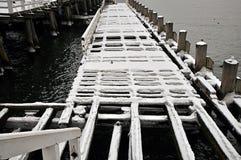Embarcadero de madera del daño Imagenes de archivo