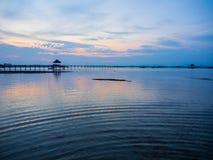 Embarcadero de madera en el mar Foto de archivo libre de regalías