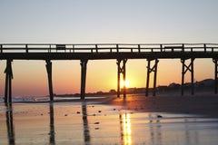 Embarcadero de madera en la puesta del sol Imágenes de archivo libres de regalías
