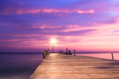 Embarcadero de madera en puesta del sol Fotografía de archivo libre de regalías