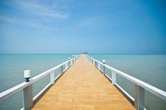 Embarcadero de madera sobre el mar Imágenes de archivo libres de regalías