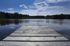 Embarcadero de madera vacío Fotos de archivo