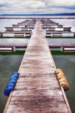 Embarcadero de madera viejo Fotografía de archivo libre de regalías
