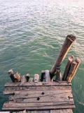 Embarcadero de madera viejo en el río Imágenes de archivo libres de regalías