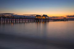 Embarcadero de Nápoles, la Florida en la puesta del sol Imágenes de archivo libres de regalías