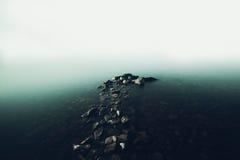 Embarcadero de piedra en la niebla en el lago Baikal Fotografía de archivo libre de regalías