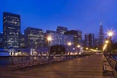 Embarcadero de San Francisco en la noche Fotos de archivo libres de regalías