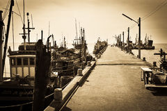 Embarcadero del mercado de pescados de Bangsan, Chonburi, Tailandia Imagen de archivo