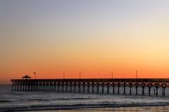 Embarcadero del NC de la isla del roble en la puesta del sol Fotografía de archivo libre de regalías