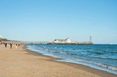Embarcadero del océano y de Bournemouth en la playa de Bournemouth fotografía de archivo