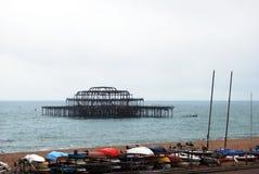 Embarcadero del oeste estropeado por el fuego, Brighton Fotos de archivo
