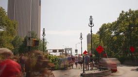 Embarcadero del parque del puente de Brooklyn con lapso de tiempo de la opinión 4k de Manhattan de ny almacen de video