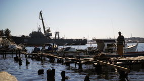 Embarcadero del pescador por el lado del puerto militar metrajes