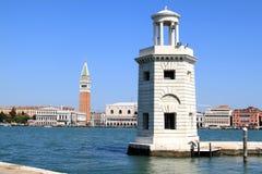 Embarcadero del puerto de San Jorge Maggiore, Italia Foto de archivo libre de regalías