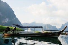 Embarcadero del transbordador en el lago Foto de archivo libre de regalías