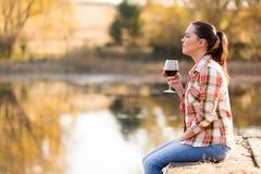 Embarcadero del vino de la mujer Imagen de archivo libre de regalías