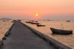 Embarcadero durante puesta del sol Imagenes de archivo