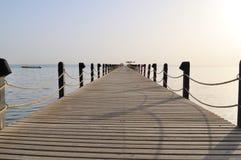 Embarcadero el arranque de cinta en el mar Imagen de archivo