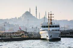 Embarcadero Eminonu en Estambul Imágenes de archivo libres de regalías