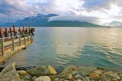 Embarcadero en el fiordo noruego imagen de archivo libre de regalías
