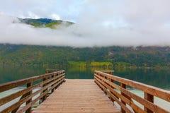 Embarcadero en el lago Bohinj, Eslovenia Imagen de archivo
